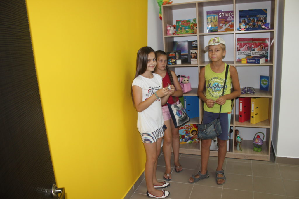 Первые ученики школы английского языка UNILAND